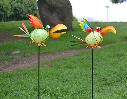 Uccello del metallo sul culo bastone 2. per la decorazione del giardino (la palla può essere bagliore nel buio)