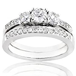 Three Stone Round Diamond Wedding Ring Set in 14kt White Gold