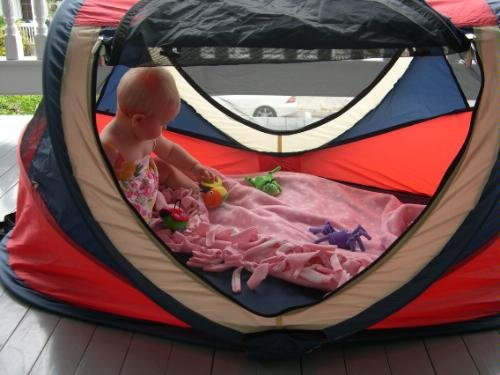 Denmark Shop Kidco Peapod Plus Indoor Outdoor Travel Bed Red