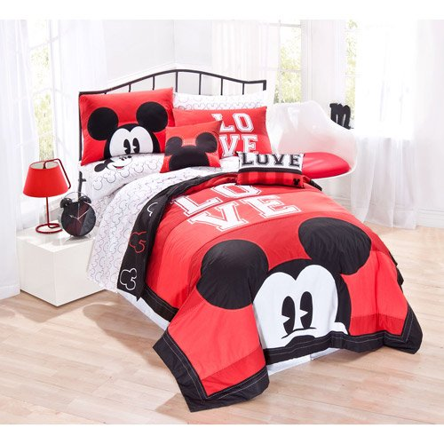 "Disney Mickey Classic ""Luv"" Quilt Set, Twin"