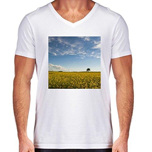 camiseta-blanca-con-v-cuello-para-los-hombres-tamano-m-campo-de-colza-by-utart