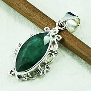 Sizzling Silver Pendant With Emerald Gemstone, Approx Length 25-30Mm - Spn-7050