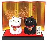 薬師窯 招福猫 福おいで招き猫セット(白・黒) 黒台付き