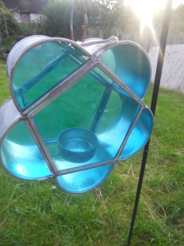 COLOURED GLASS TEA LIGHT LANTERN ON STAKE