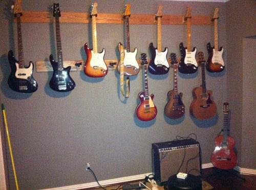Hercules GSP38WB Wall Mountable Guitar Hanger - Wood Base