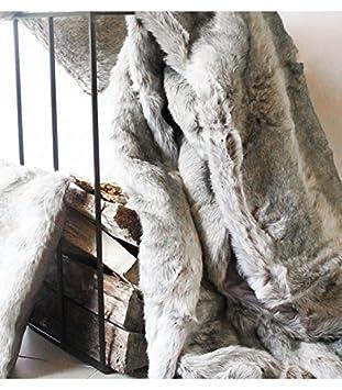 plaid fausse fourrure gris cuisine gris cuisine maison m91. Black Bedroom Furniture Sets. Home Design Ideas
