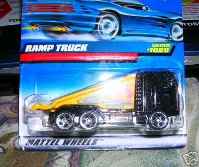 Mattel Hot Wheels 1999 1:64 Scale Black & Yellow Ramp Truck Die Cast Car Collector #1060 - 1