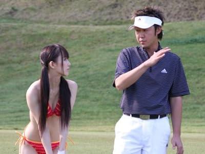 川奈栞と鈴木ゆかの水着でゴルフレッスン