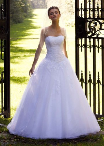 David&#8217;s Bridal Wedding Dress: Strapless Tulle Ball Gown with Lace Embellishments Style WG3316