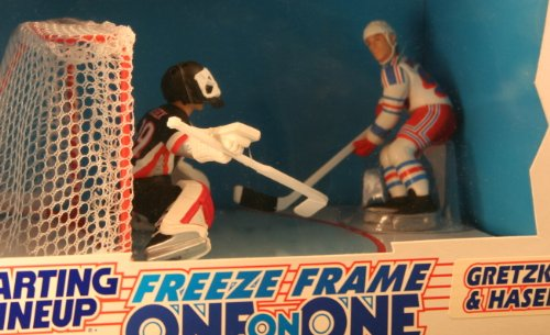 WAYNE GRETZKY / NEW YORK RANGERS & DOMINIK HASEK / BUFFALO SABRES 1997 NHL * Freeze Frame One-On-One * Starting Lineup Action Figure Deluxe Box Set - 1