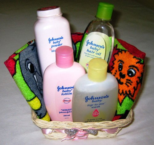 Johnson & Johnson'S Baby Day Care Gift Basket (4 X 200 Ml) With Colorful Baby...