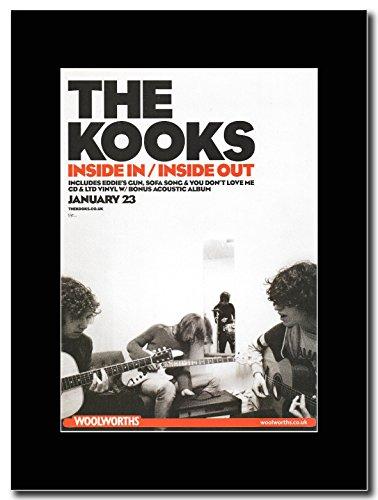 kooks-interno-in-the-out-interno-woolworths-magazine-promo-su-un-supporto-colore-nero