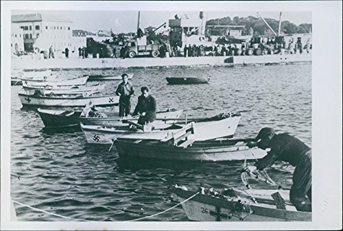 vintage-photo-of-fishermen-catching-fish-in-the-sea-1944