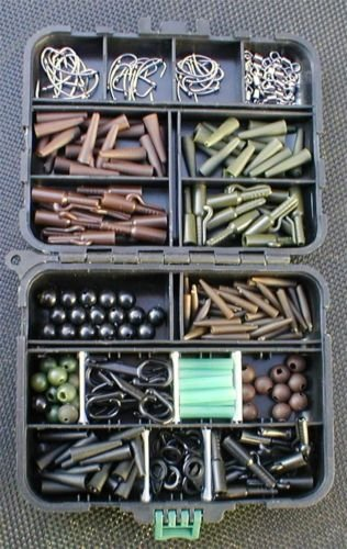 POCKET CARP COARSE FISHING TACKLE BOX LOADED WITH HOOKS RIGTUBE LEAD CLIPS TAIL CONES SIZE 8 SWIVELS CARP BEADS BACK LEAD CLIPS GREAT GIFT FOR ANY CARP FISHERMAN