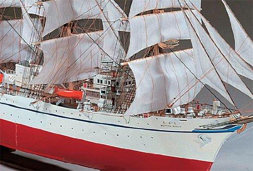 航海速力13ノットを夸る,世界でも 有数の大型帆船です.