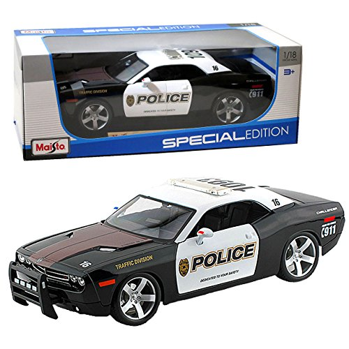 """Maisto Year 2014 Special Edition Series 1:18 Scale Die Cast Car Set - Black And White Color Traffic Division Police Cruiser 2006 Dodge Challenger Concept With Display Base (Car Dimension: 10"""" X 4"""" X 3"""")"""