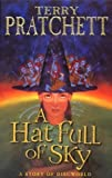 Terry Pratchett A Hat Full of Sky: (Discworld Novel 32) (Discworld Novels) by Pratchett, Terry ( 2004 )