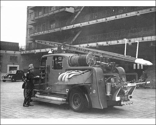 photographic-print-of-a-london-fire-brigade-pump-engine-appliance