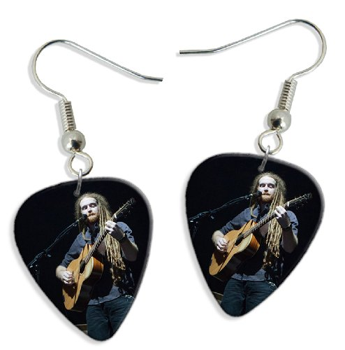 newton-faulkner-dw-2-x-live-performance-guitare-mediator-pick-boucles-doreilles-earrings
