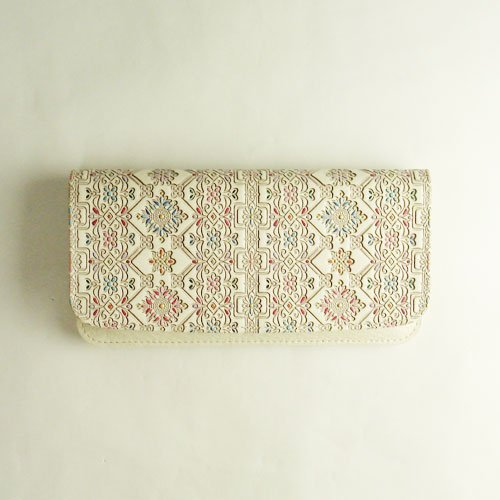 京都友禅の彩色と奈良ヤマト木綿の染色、友禅文庫のフラップウォレット(長財布)