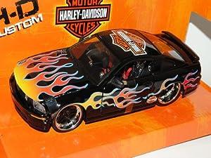 Ford Mustang GT Coupe Schwarz Flammen 2005-2010 Harley Davidson 1/24 Maisto Modell Auto mit individiuellem Wunschkennzeichen