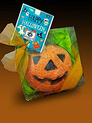 SpaGlo Halloween Pumpkin Bath Bomb Gift - Jumbo 8 oz Size - Autum Scented with Spiced Apple & Pumpkin with Cinnamon, Bayberry and Cedar- Makes a Great Treat For Teachers - PRIME or NON-PRIME MEMBERS