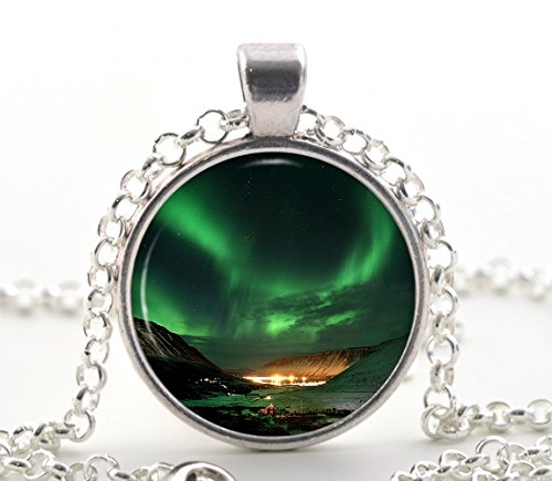northern-lights-pendant-emerald-green-gifts-space-aurora-borealis-silver-necklace