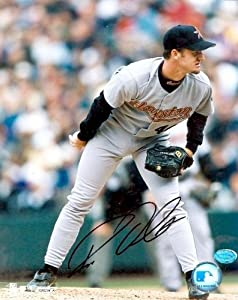 Roy Oswalt Autographed Hand Signed 8x10 Photo (Houston Astros) Image #1 by Hall+of+Fame+Memorabilia