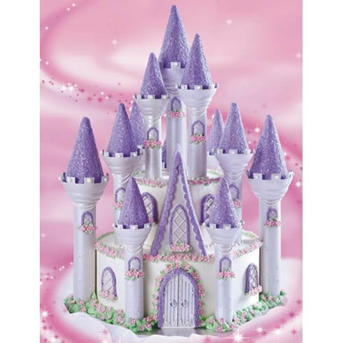 Wilton 32-Piece Romantic Castle Display Set