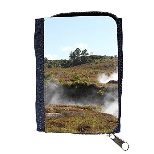 le-portefeuille-de-grands-luxe-femmes-avec-beaucoup-de-compartiments-f00025163-vapor-de-agua-subterr