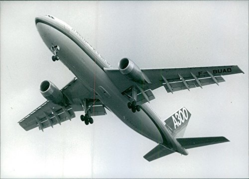 vintage-photo-of-airbus-a300-flying-in-the-air-1988