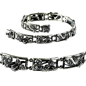 Click to buy Silver Leaf Natural Seed Pearl Bracelet from Amazon!
