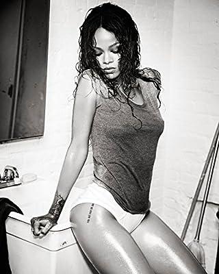 Rihanna 8x10 Celebrity Photo #33