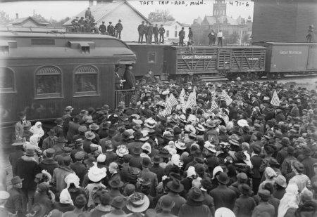 1908 photo Crowd at railroad station hearing Taft speak from train, Ada, Minnesota