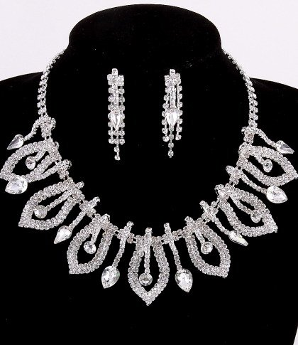 Crystal Rhinestone Necklace & Post Earrings Set / Lobster Claw Clasp / NL: 15