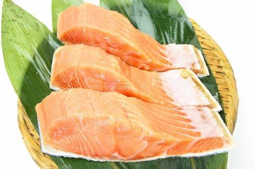 築地の王様 北海道産「生」秋鮭半身フィレ(天然・秋あじ)700g前後。切身なら約10枚で超お得。 鮭 さけ しゃけ サーモン