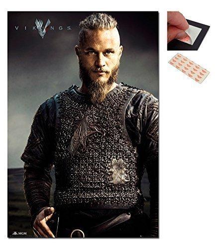 Poster serie tv Vikings Ragnar Lothbrok da 91.5 x 61 cm e 4 cuscinetti adesivi riutilizzabili per fissaggio a parete