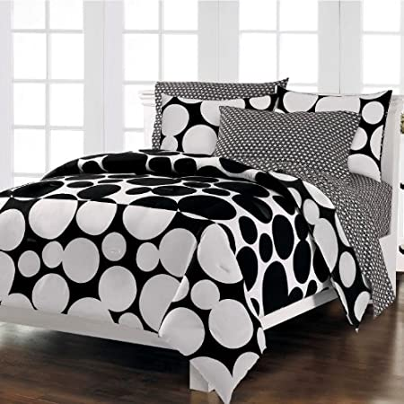 Dots are hot, and this graphic Spot The Dot mini complete bedroom ensemble takes a dramatic modern approach to this trendy motif. The face of the comforter and the standard flanged pillow sham features huge black dots on a white background; the botto...