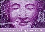 Edle Wellness Karte mit lächelndem Buddha in lila: In der Ruhe...