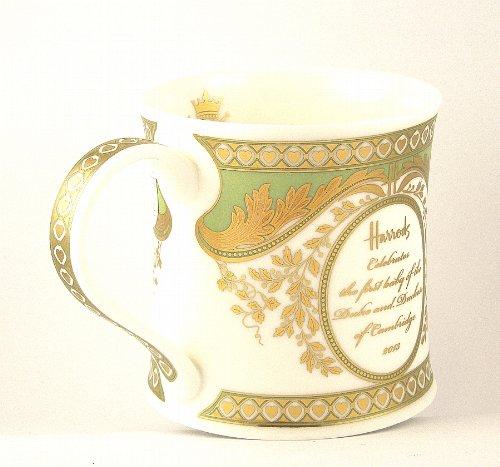 英国 Harrods(ハロッズ) ウィリアム王子&キャサリン妃 ロイヤルベビー記念マグカップ 数量限定 英国製陶磁器【並行輸入品】