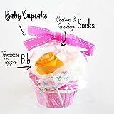 Canastilla-Ecolgica-Bienvenido-Beb-con-Productos-Weleda-un-Cupcake-Babero-TOMMEE-TIPPEE-Calcetines-en-Algodn-Esponja-natural-SUAVINEX-Mordedor-Refrigerante-CANPOL-BABIES-2-Flores-hechas-con-Calcetines