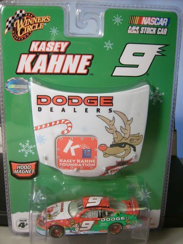 2007 Winners Circle 1/64 #9 Kasey Kahne Dodge Dealers Sam Bass Holiday 1/64 Scale & Bonus Matching Magnet Hood Winners Circle 2007 Edition - 1