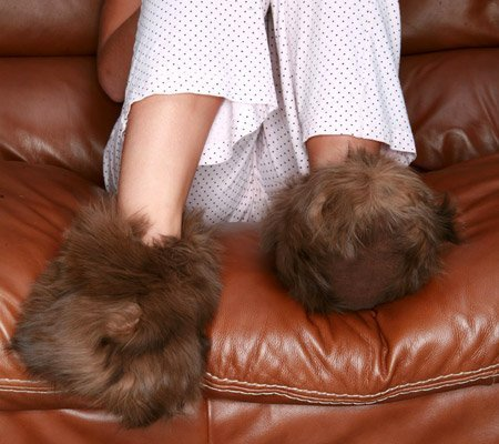 Cheap Alpaca Fur Slippers – Dark Brown – Medium (Dark Brown) (4″H x 4″W x 10.5″D) (ASMM-004-09)