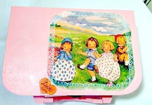 valise-rose-en-bois-deco-vintage-enfants-a-la-campagne-et-dentelles-cadeau-naissance-boite-layette-m