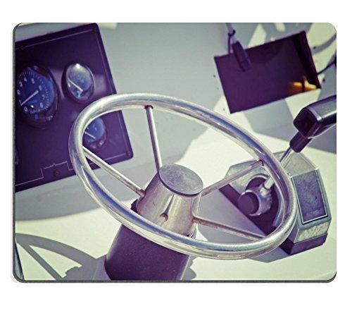 luxlady-gaming-mousepad-imagen-id-34799830-barco-volante-y-del-acelerador-en-un-dia-de-sol-iso-100-p