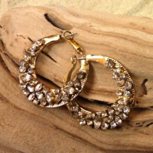 S1137 A pair of hoop earrings with a thickened bottom to hold diamond accents