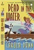 Carola Dunn Dead in the Water (Daisy Dalrymple Mysteries) (Daisy Dalrymple Mysteries (Paperback))