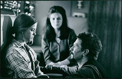 vintage-photo-of-liesel-matthews-gary-oldman-and-wendy-crewson-in-a-scene-of-the-film-air-force-one