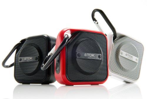 TDKの防塵防水設計アウトドア対応ワイヤレススピーカー「TREK Micro A12」カラビナ付きで引っかけるのが楽!