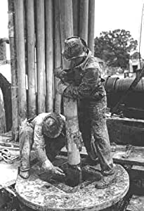 Photo Kilgore Texas Men Drilling Oil Well 193